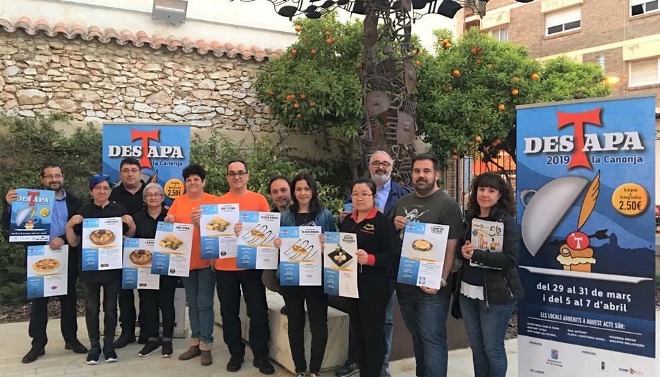 Fotografia de família de la presentació de la 6a edició del 'Des-TAPA la Canonja'.