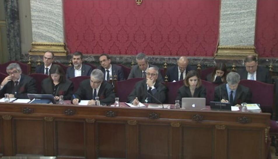 Pla general de les defenses dels acusats al judici de l'1-O al Suprem durant l'interrogatori de Daniel Baena.