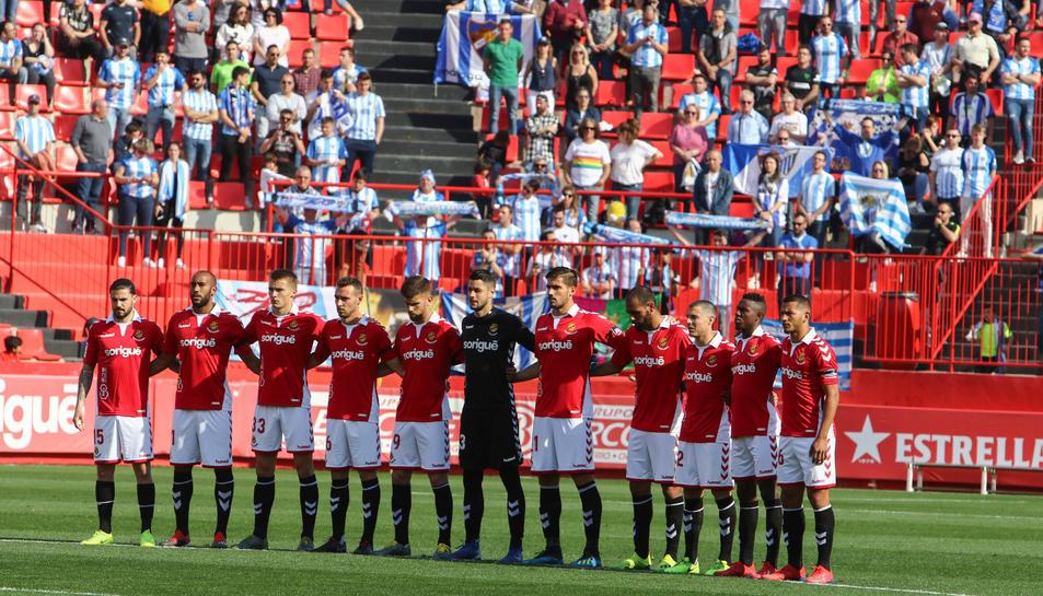 Els jugadors del Nàstic, abans de començar el partit contra el Málaga
