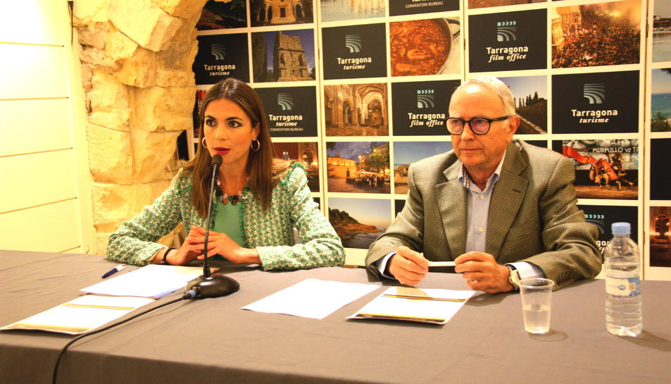 La consellera de Turisme de l'Ajuntament de Tarragona, Inmaculada Rodríguez, i el president de l'Open Energy Institute, Robert Moragues.