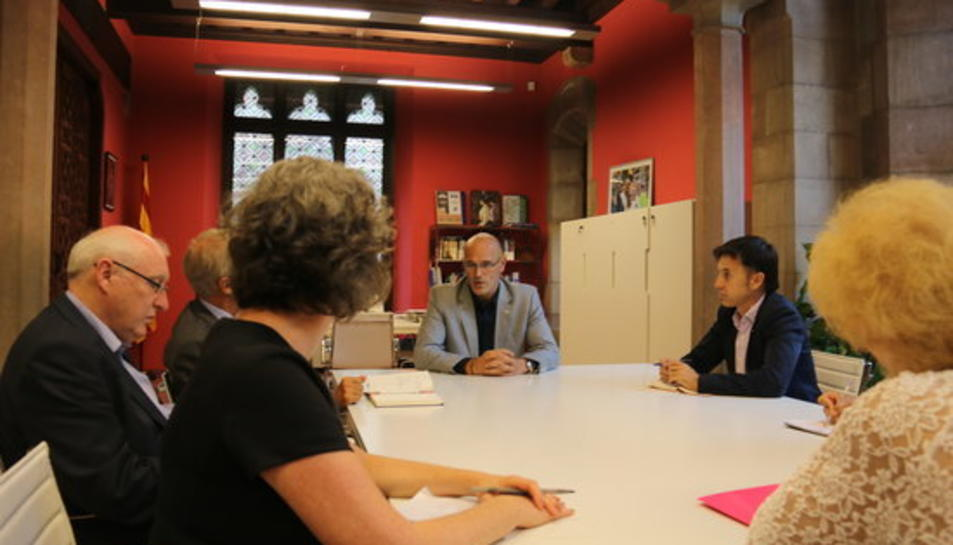 El conseller d'Afers Exteriors, Relacions Institucionals i Transparència de la Generalitat, Raül Romeva, durant la reunió amb la primera delegació d'observadors internacionals de l'1-O