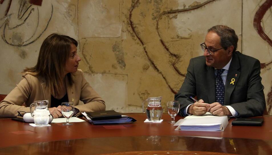 El president de la Generalitat, Quim Torra, conversa amb la consellera de la Presidència, Meritxell Budó.
