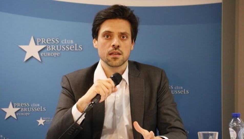 L'advocat de Cuixart, Olivier Peter, durant una atenció als mitjans a Brussel·les el 27 de març del 2019.