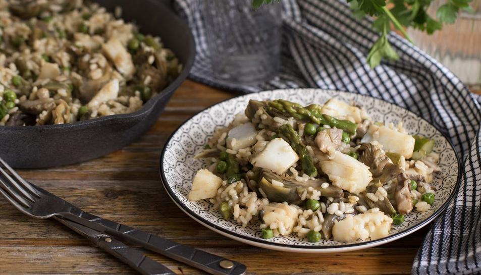 Arròs amb bacallà i verdures de primavera