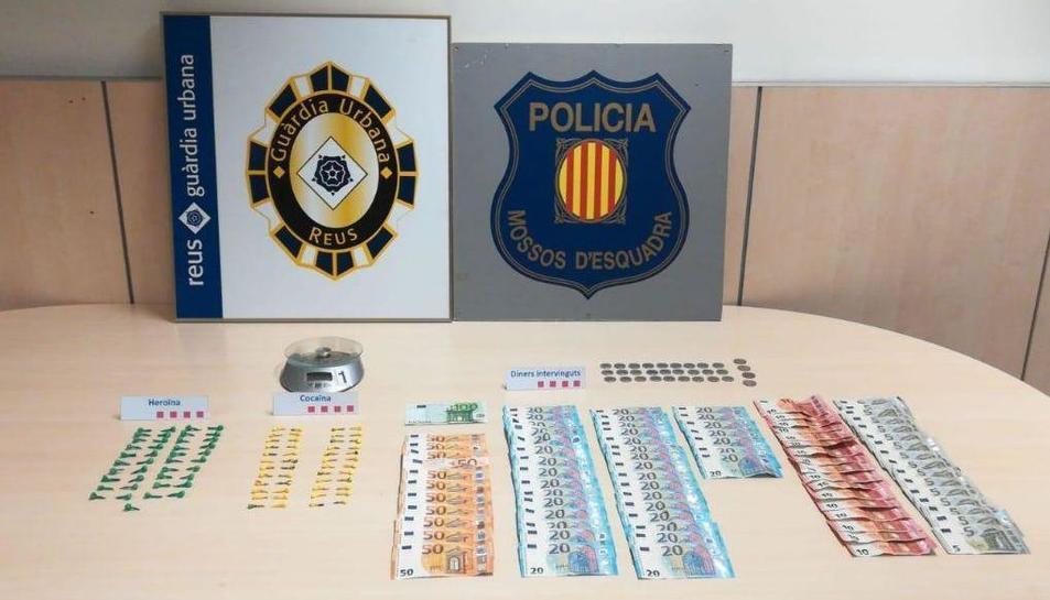 Imatge del materials i diners incautats durant l'operació a Mas Abelló.