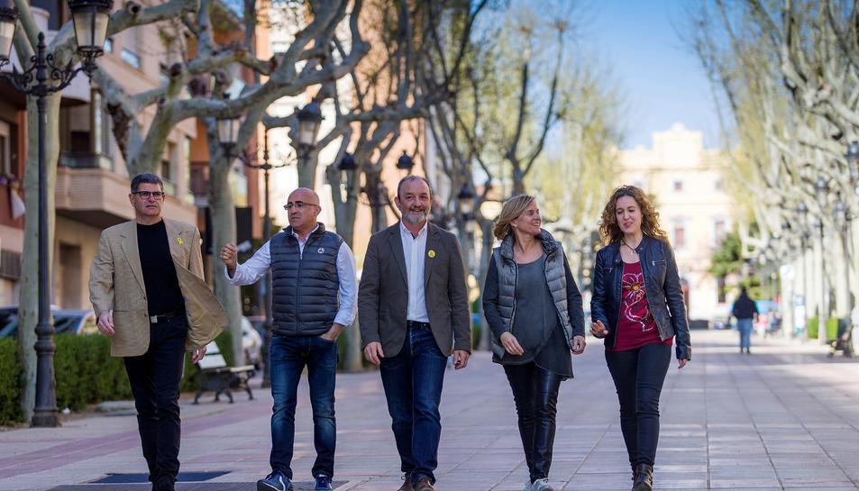 Els cinc primers candidats a la llista d'ERC-CpV, al passeig dels Caputxins.