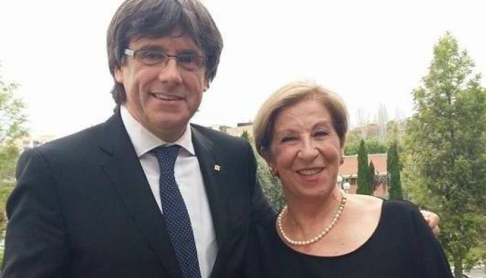 La regidora Martina Fourrier juntament amb l'expresident Carles Puigdemont.