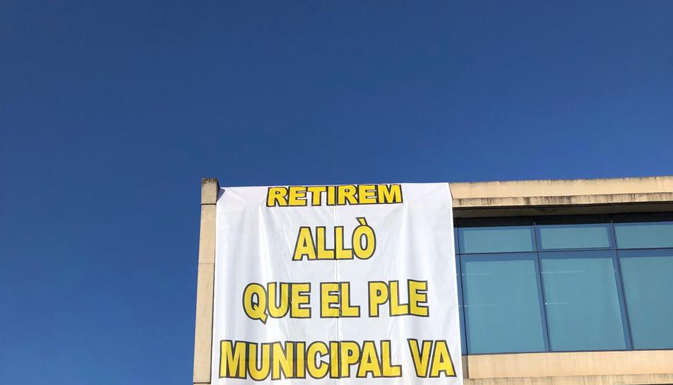 Pancarta que s'ha penjat a la façana de l'Ajuntament de Sant Fruitós de Bages.