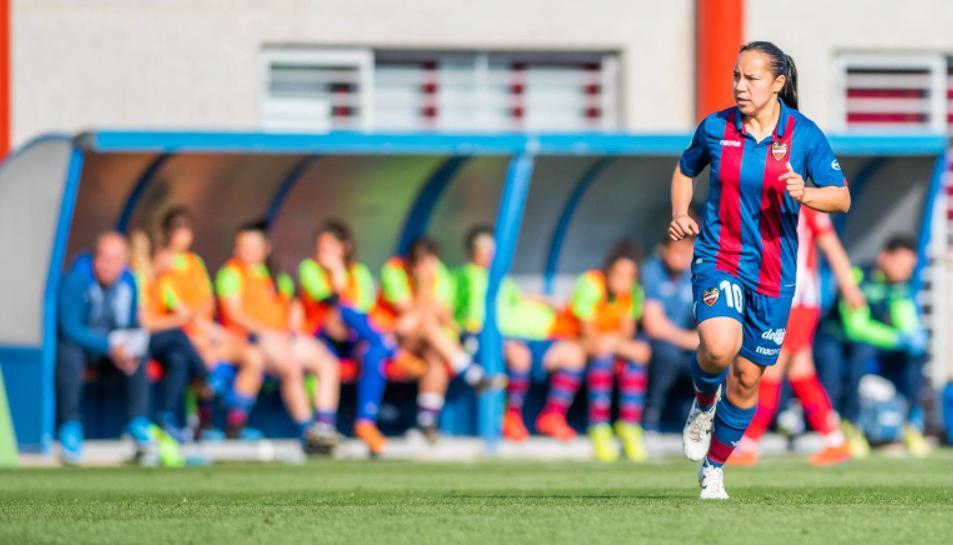 Charlyn Corral, jugadora mexicana del Levante UD Femenino.