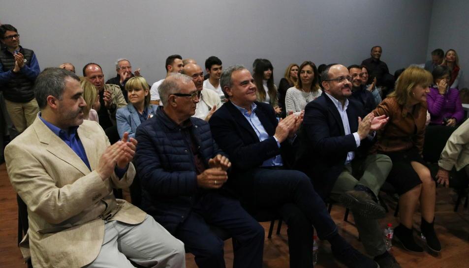 El president del Partit Popular a Catalunya, Alejandro Fernández, acompanyat dels candidats a l'alcaldia als municipis de l'Alt Camp.