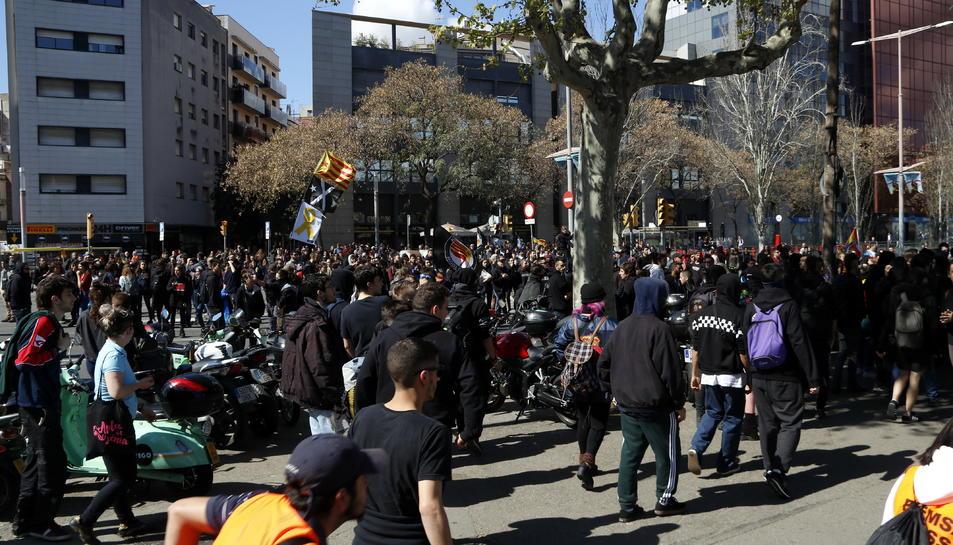 Imatge dels manifestants en la concentració antifeixista.