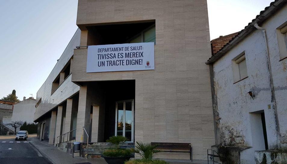 Imatge de la pancarta penjada a la façana