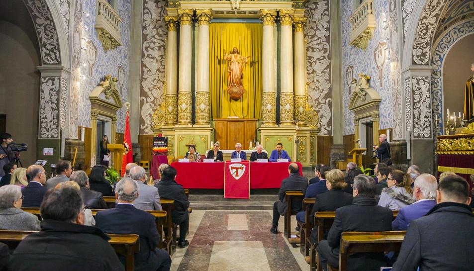 Maria José Figueras, ahir, durant la presentació de l'opuscle a l'església de Sant Agustí.