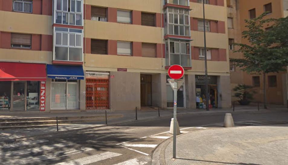 El foc s'ha produït al número 2 del carrer Bernat de Cabrera.