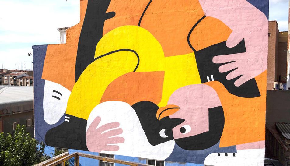 Un dels murals de