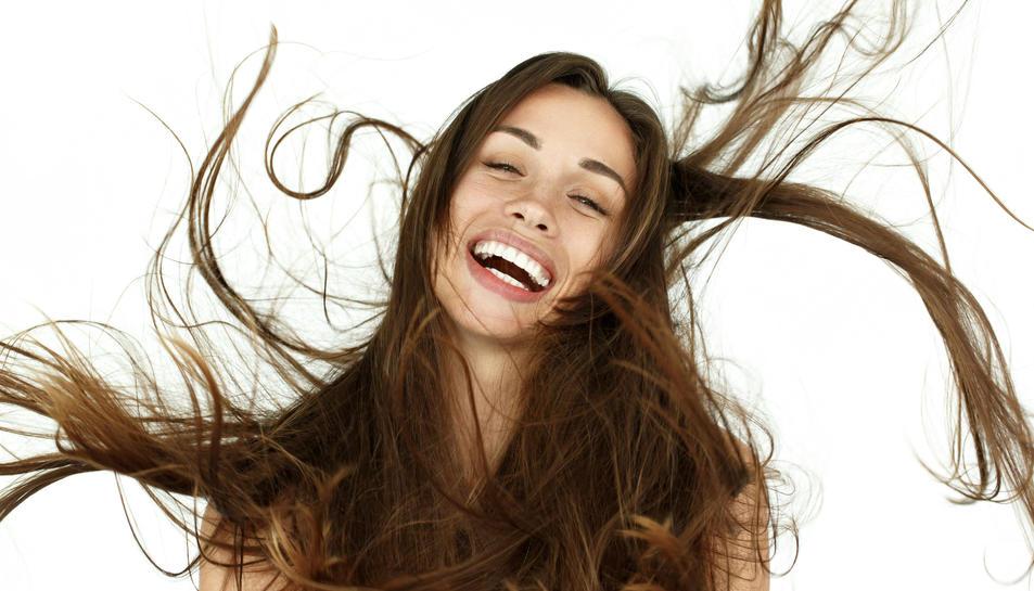 Imatge d'una noia amb cabellera.