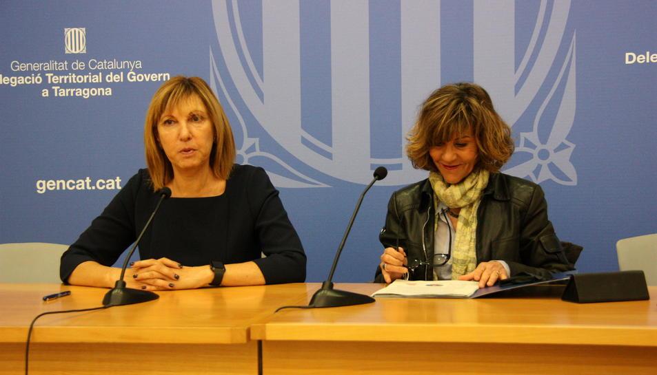 La directora dels Serveis Territorials d'Empresa i Coneixement, Carme Mansilla, amb la directora de l'Agència Catalana del Consum, Elisabeth Abad.