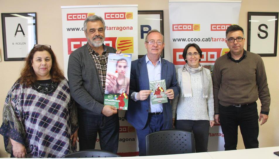 Els representants de CCOO que han denunciat la precarietat laboral de les cambreres de pis.