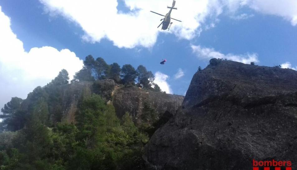 Els Bombers han enviat l'helicòpter amb el GRAE.