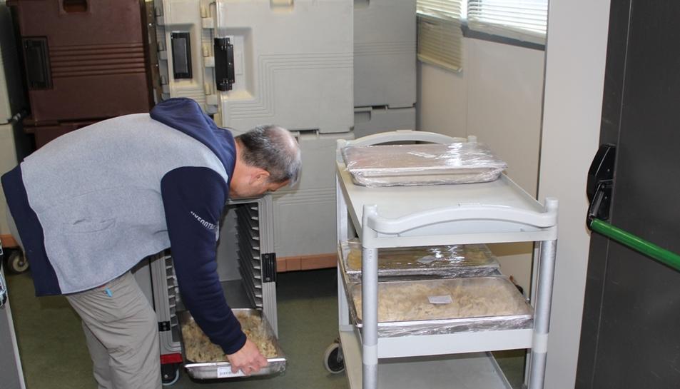 El personal de Joan XXIII treballa per poder servir els àpats