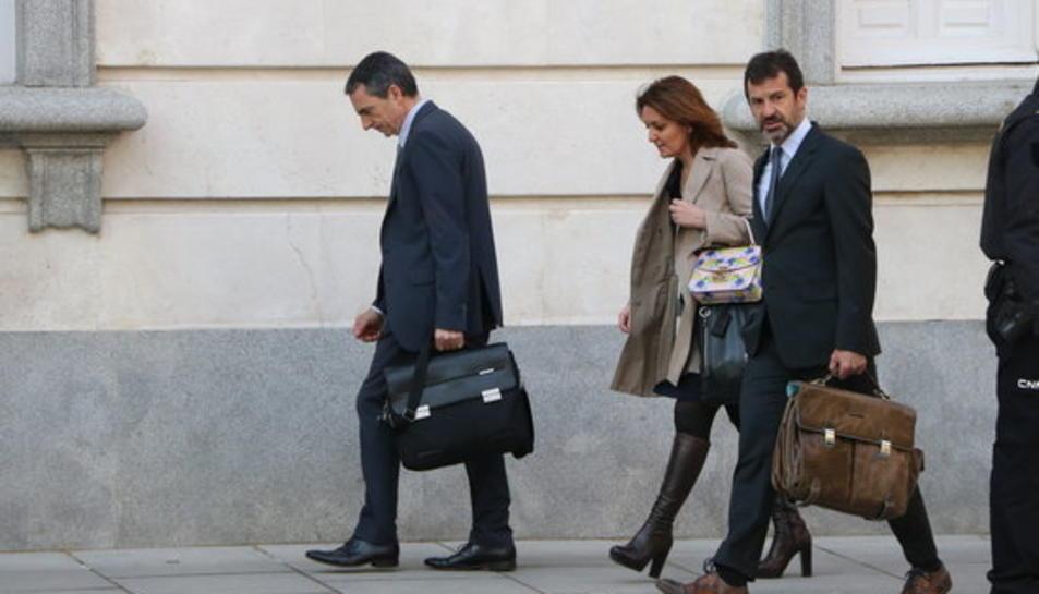 Els comissaris dels Mossos d'Esquadra Ferran López i Joan Carles Molinero a l'entrada al Tribunal Suprem acompanyats de la seva lletrada.