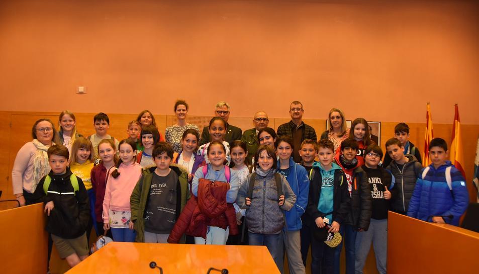 Fotografia de família dels alumnes i els mestres anglesos d'intercanvi a Torredembarra.