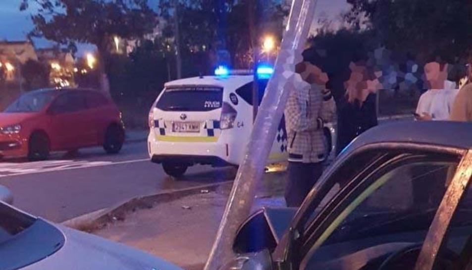 Imatge del xoc entre dos turismes al Vendrell.