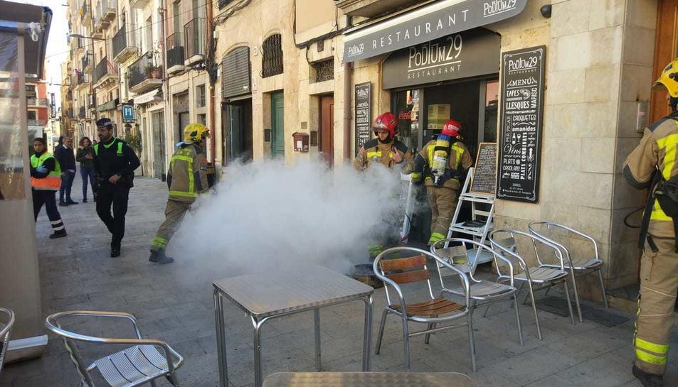 Del restaurant sortia una gran quantitat de fum.