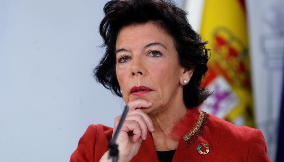 La ministra d'Educació i portaveu del Govern, Isabel Celaá, durant la roda de premsa posterior al Consel de Ministres.