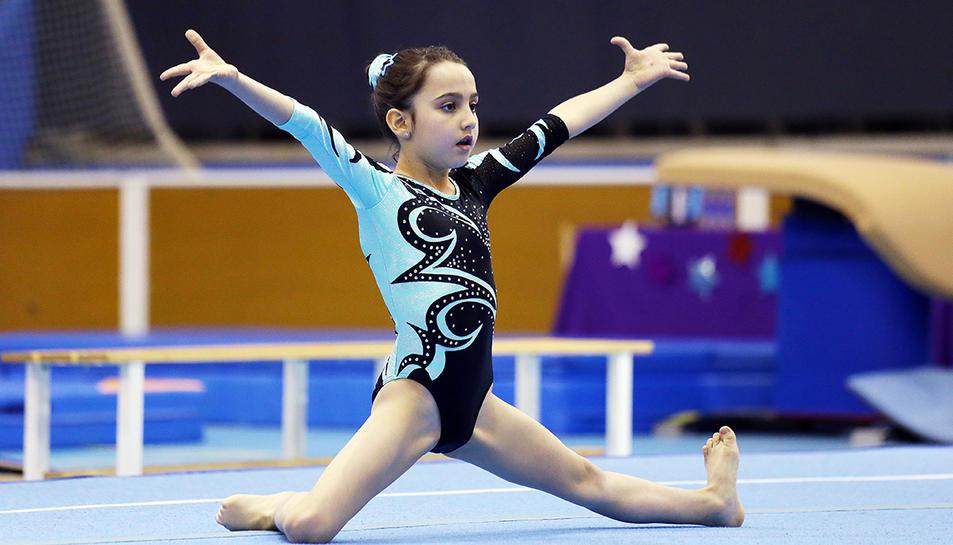 La gimnasta Abril Puig al Trofeu Wolf que es va fer l'any passat a Blanes.
