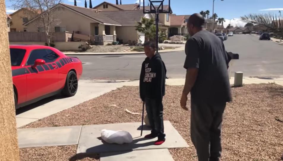 Cosby amb el seu fill a punt de destrossar la consola.