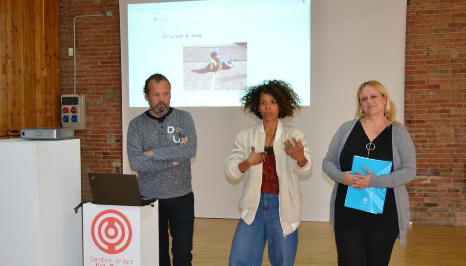 Imatge de la presentació de la nova etapa de Cal Massó, amb Ferran Benach, Ivelice Brown i Montserrat Caelles