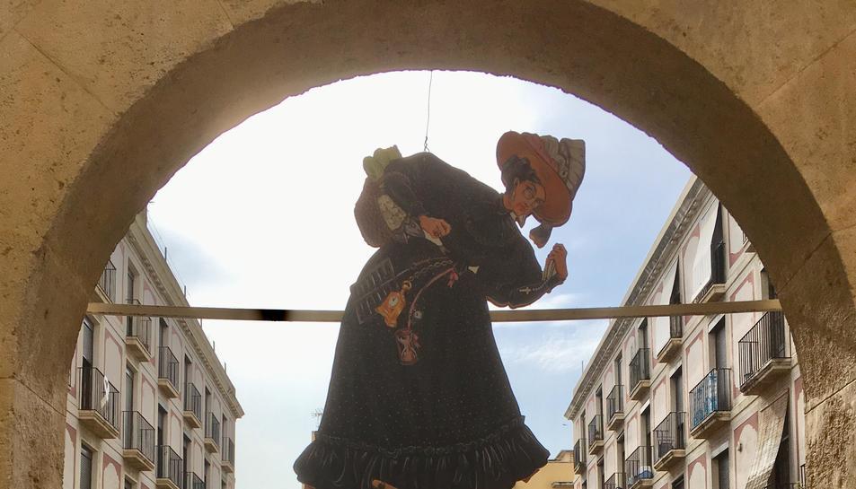 Imatge de l'acte en el qual s'ha serrat la cinquena cama a la Vella Quaresma.