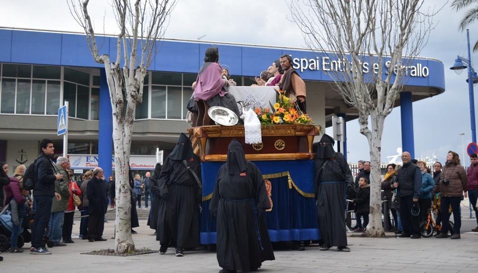 La processó ha començat des de l'Església de Sant Pere del Serrallo.