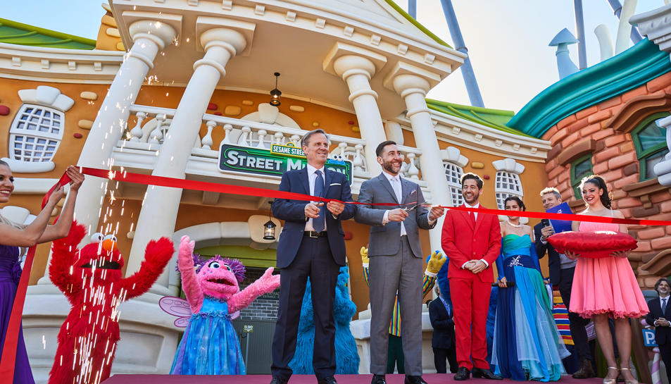 D'esquerra a dreta, Sergio Feder, President del Comité Executiu de PortAventura World i Ed Wells, vicepresident de International Media and Education de Sesame Workshop.