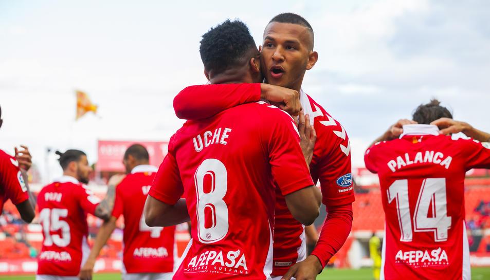 Uche i Luis Suárez celebren el gol del nigerià.