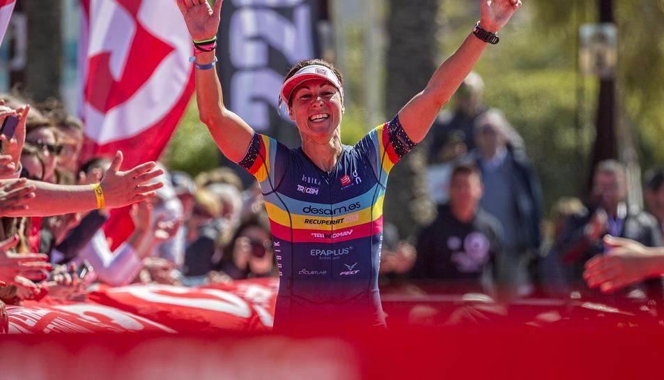 La guanyadora Judith Corachán arribant a meta.