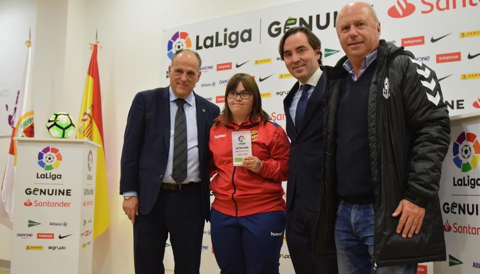 Javier Tebas, president de LaLiga, i Raúl Martín Presa, president del Rayo Vallecano, van donar la benvinguda als capitans dels equips.