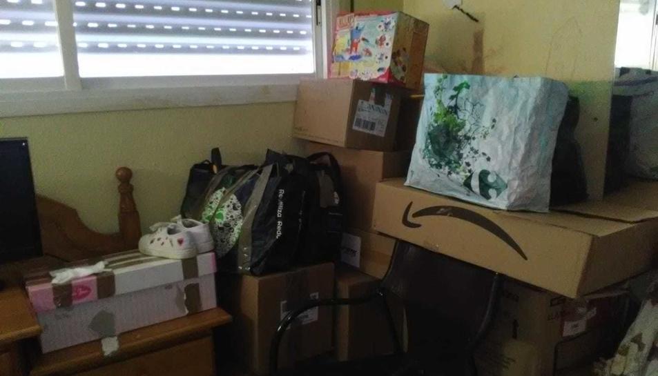 El pis, ple de capses llestes per marxar avui.
