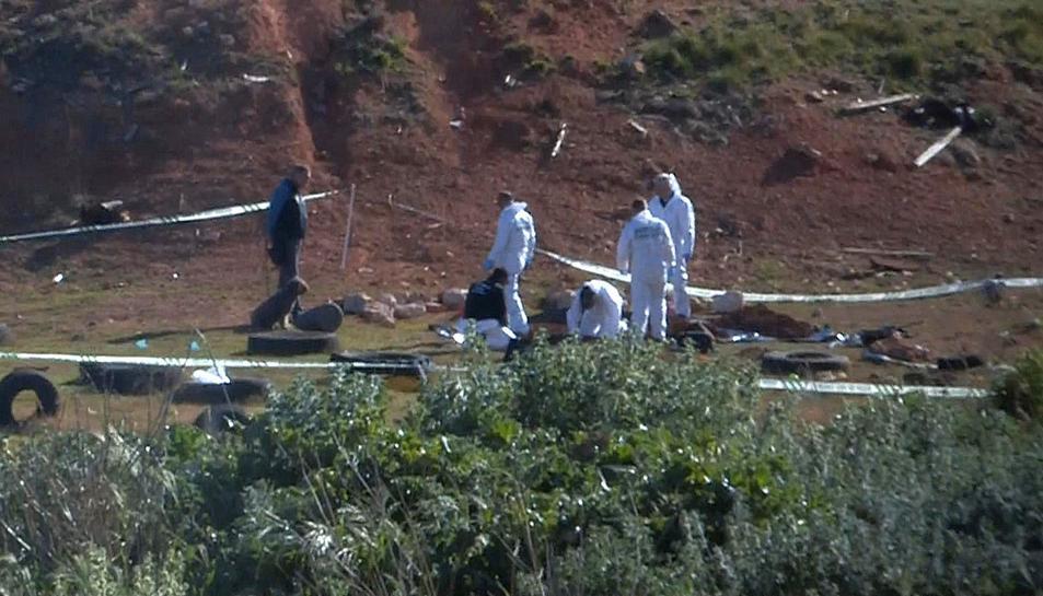 La policia cièntifica al lloc on han trobat el cos de la jove a Ulldecona.