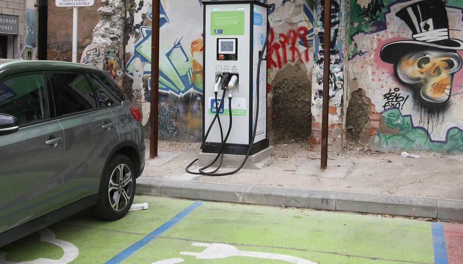 Un dels punts de càrrega per a vehicles elèctrics.