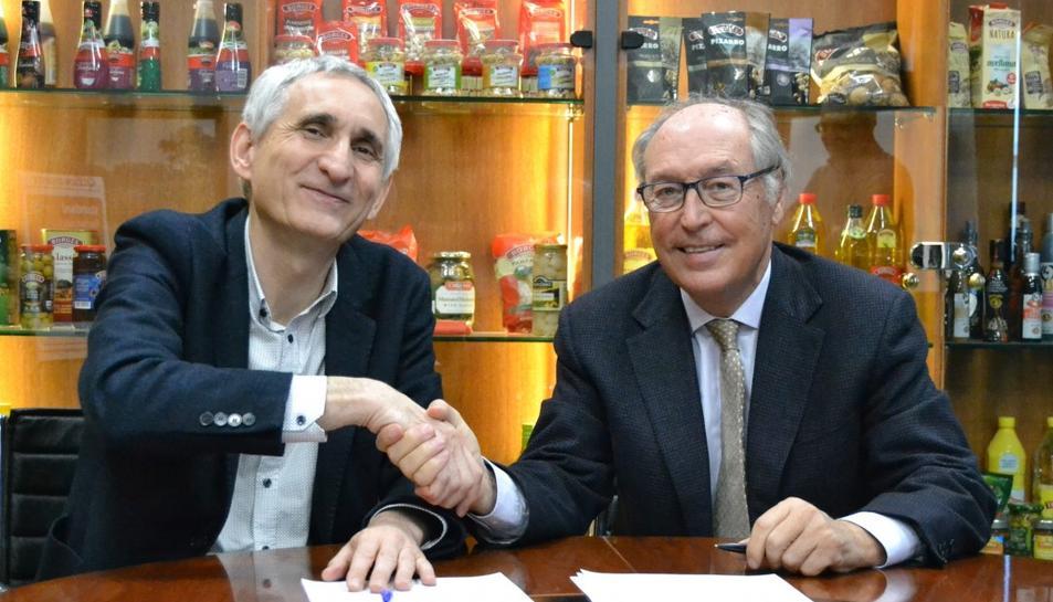 El director general de l'IRTA, Josep Usall, i el conseller delegat de Borges, Josep Pont, després de signar l'acord de col·laboració