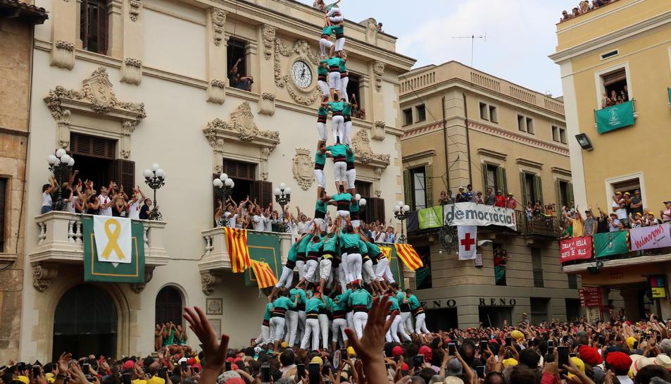 3 de 10 amb folre i manilles descarregat pels Castellers de Vilafranca a la diada castellera de Sant Fèlix de 2018.
