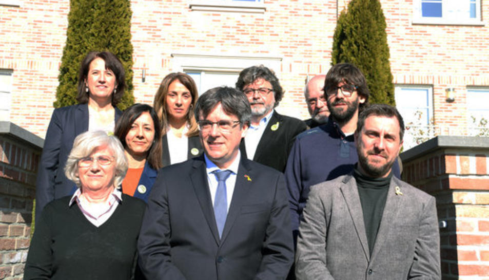 L'expresident Carles Puigdemont, Toni Comín, Lluís Puig, Clara Ponsatí, Elisenda Paluzie, Neus Torbisco-Casals, Antoni Castellà, Meritxell Budó, i Guillem Fuster a Waterloo el 23 de febrer del 2019