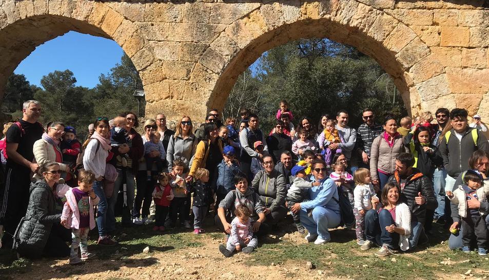 Imatge de les famílies participants en la Caminata Tarraconins Saludables
