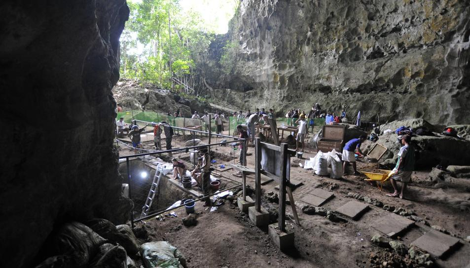 Excavacions a la cova de Callao, a Filipines. MNHN