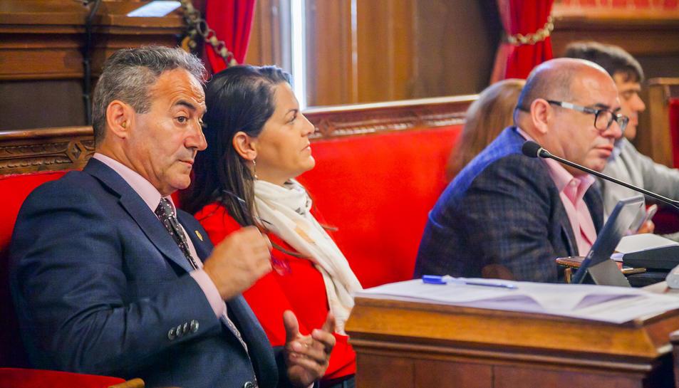 L'exregidor de Ciutadans Pedro Sánchez, al banc del grup mixt junt amb Beatriz Pérez.
