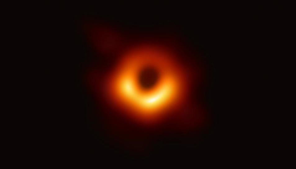 La primera imatge d'un forat negre.