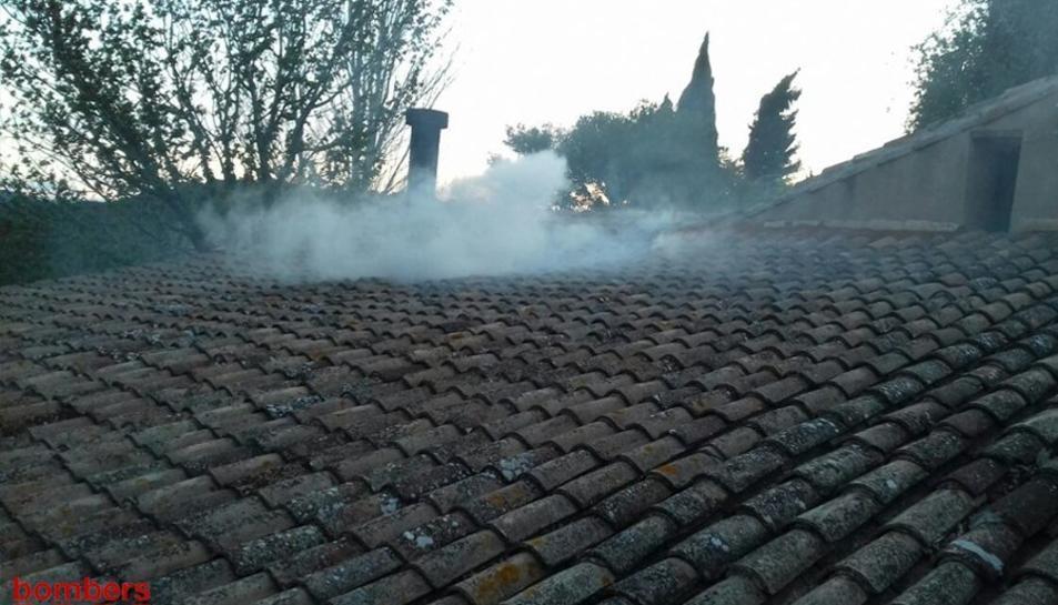 Imatge de l'incendi en una masia de Vespella de Gaià.