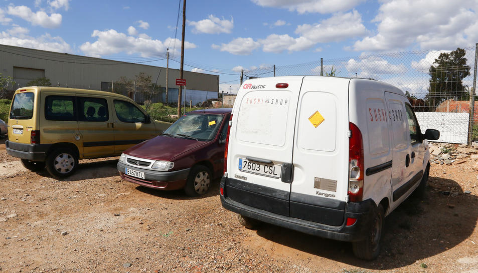 Una de les primeres accions ha estat notificar vehicles abandonats a la via pública.